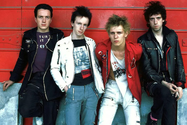 """The Clash release video for """"The Magnificent Seven"""""""