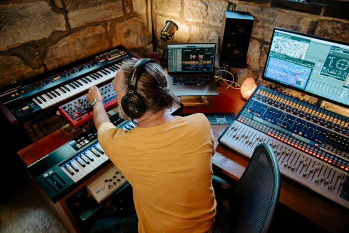 EXCLUSIVE! Steve Spiro talks about his binaural Frequent Traveller Real Life project and premieres new track
